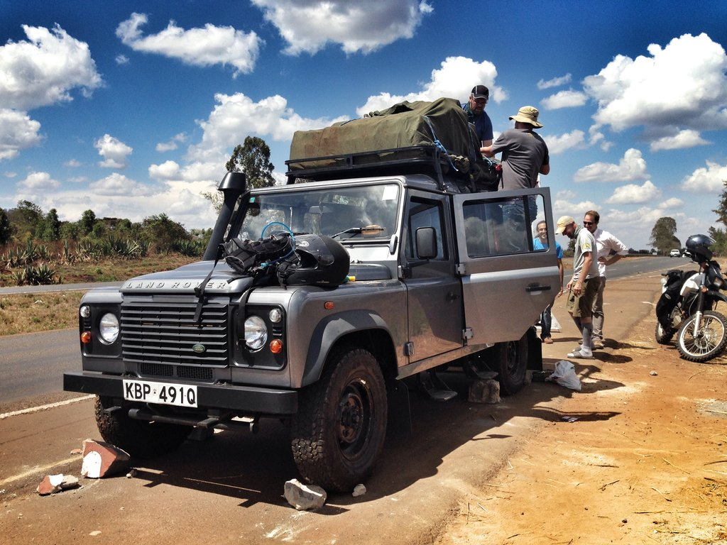 The team moving the gear from the broken Land Rover to the new